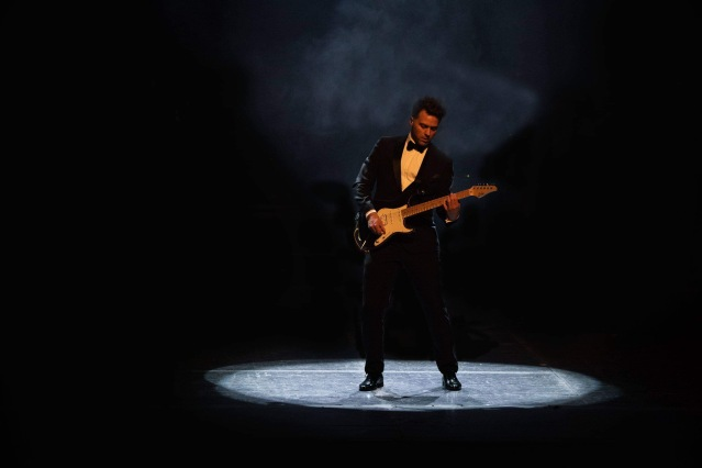 Q The Music, Jon Wright, Guitarist, live musicians, live music, James Bond Music, tribute, guitarist, tuxedo,